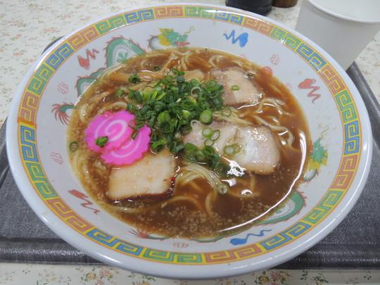 醤油豚骨ラーメン(600円)