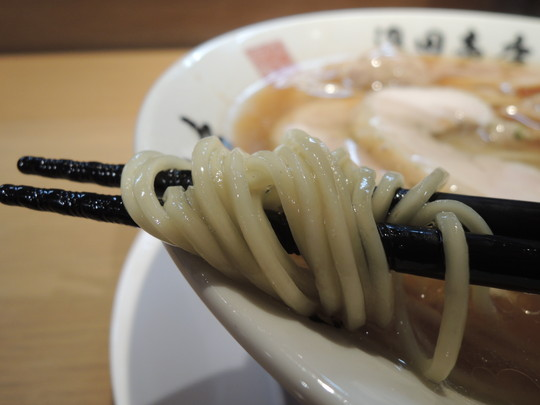 醤油中華の麺