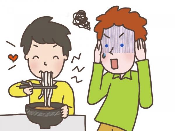留学生の友達が、日本人が麺を啜るのが我慢できないそうなんやが