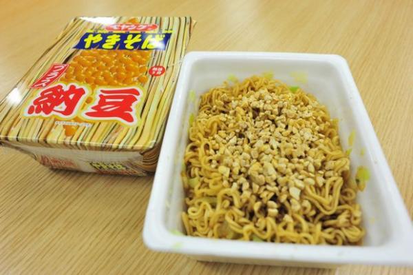 【試食】新商品「ペヤング+納豆」を職場で食べたらテロといわれた