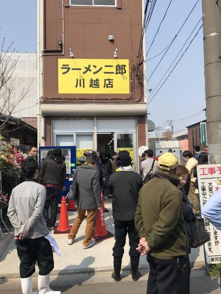 ラーメン二郎川越店がオープン 開店前から大行列が出来る