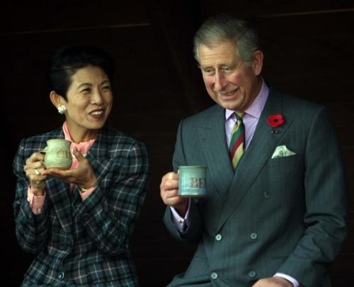 Prince_Charles_Duchess_Cornwall_Visit_Japan_MsmIlWLLEtxl_2017021223593039c.jpg