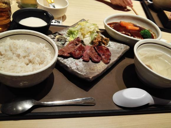 牛タンとタンシチュー定食 イオン水戸
