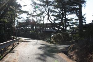 観音寺の境内から展望台へ6