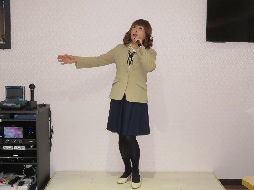 ベージュジャケットカラオケ(3)