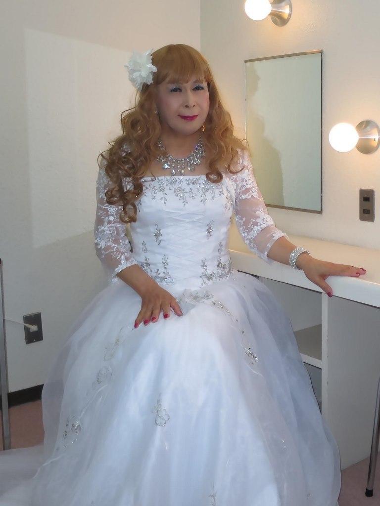 白ドレス舞台更衣室にてA(1)