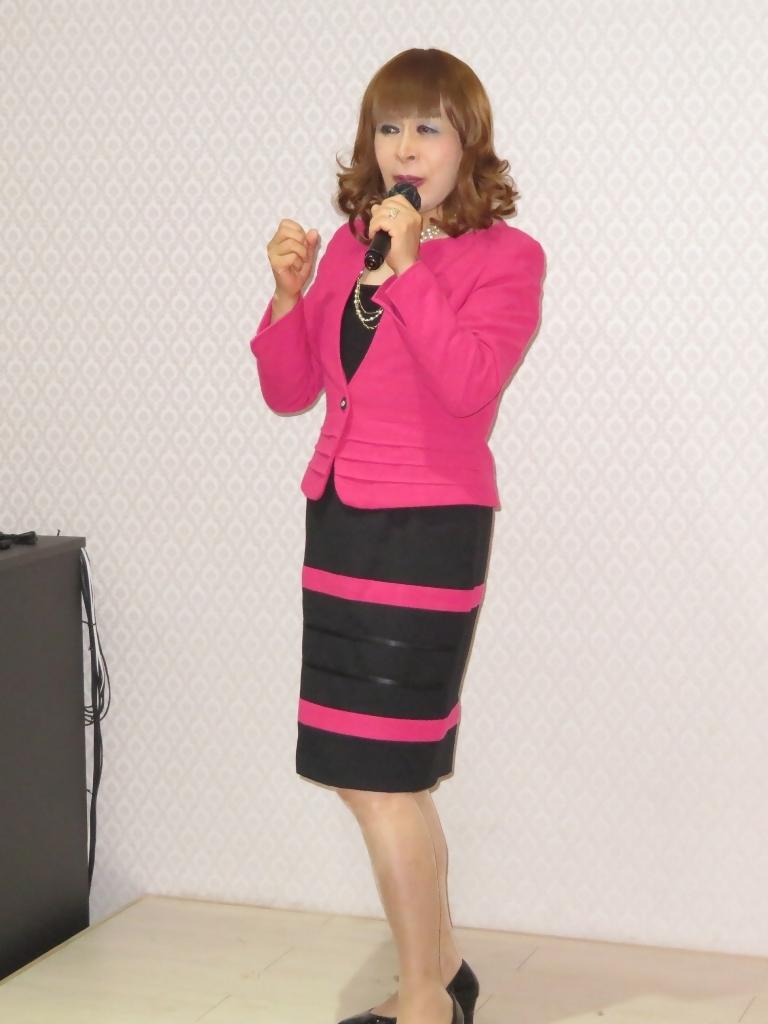 ピンクと黒のスーツカラオケ(5)