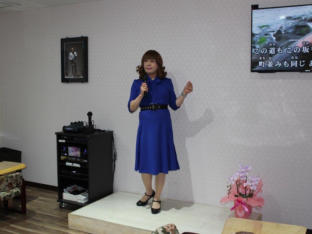 青色リボンワンピカラオケ(6)