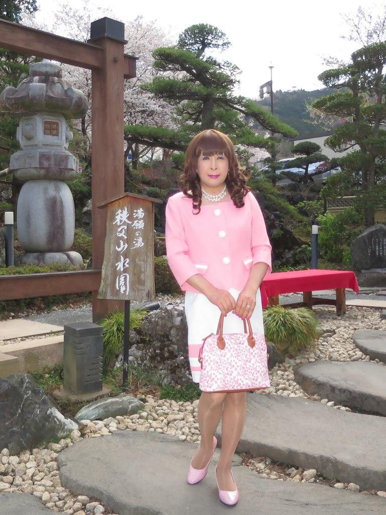 ピンクスーツ温泉前(1)