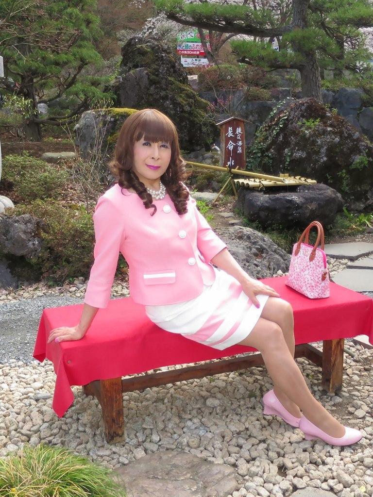 ピンクスーツ温泉前(2)