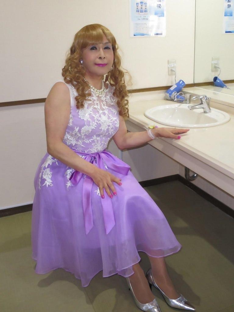 紫ショートドレス更衣室(2)