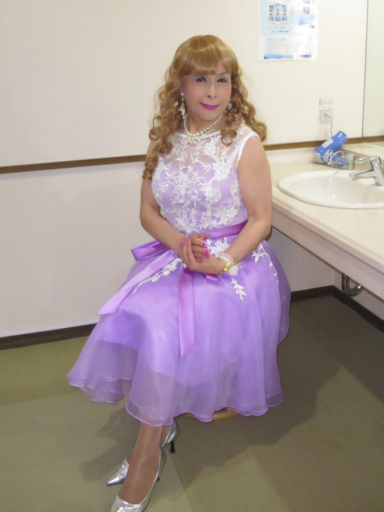紫ショートドレス更衣室(5)