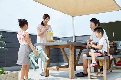 屋上での家族の時間02