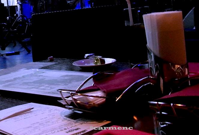 ステージ前テーブル席
