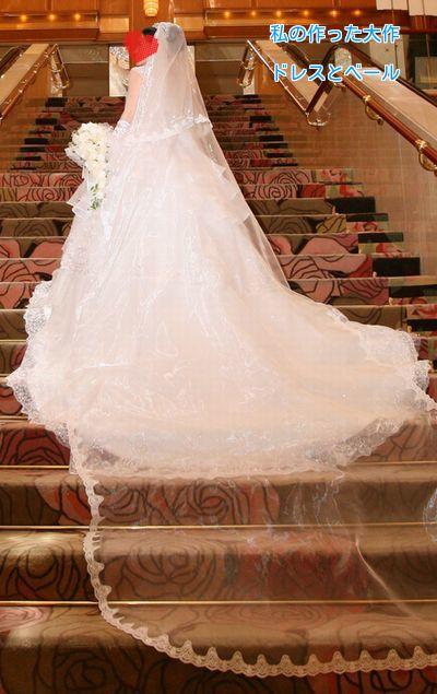 ①ウエディングドレス