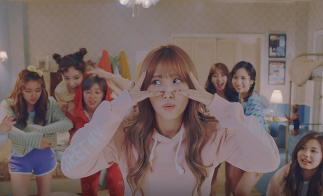 TWICE-KnockKnock-13.jpg