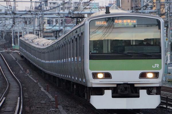 2017-03-08 山手線E231系トウ528編成 池袋・新宿方面行き