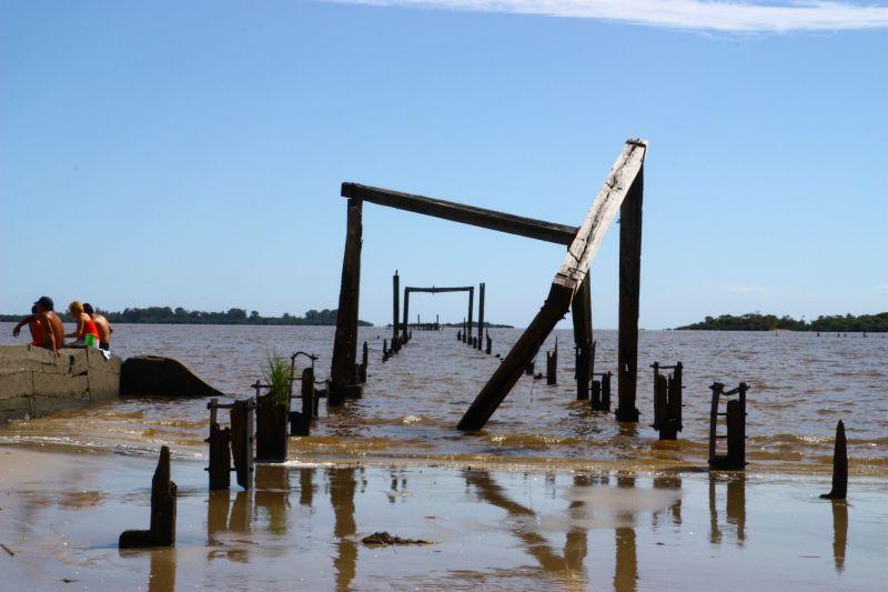 朽ちた桟橋