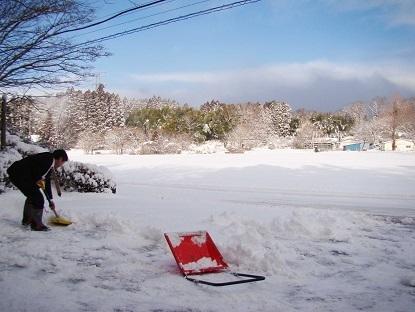 瀬尾社長雪かき