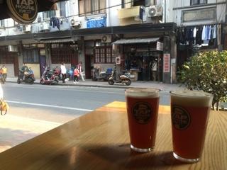 上海の街並みとクラフトビール