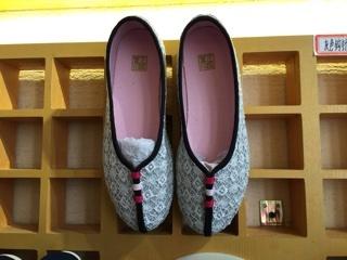 お土産に購入した靴