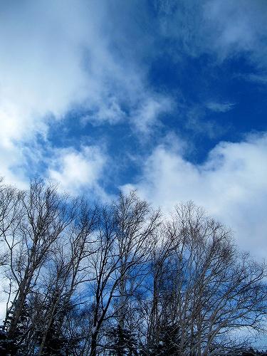s-雲の合間に見える空♪