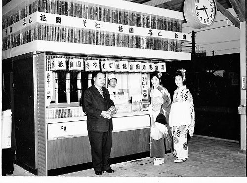 4伊東駅ホーム売店
