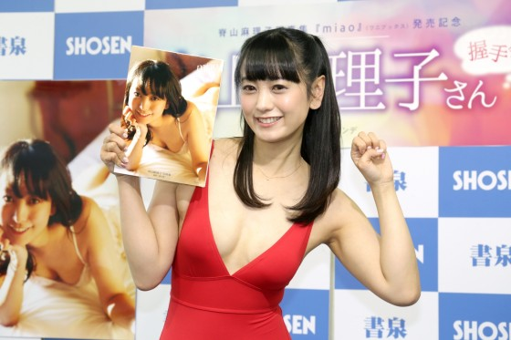 """【女子アナ】おかずにどうぞ?…脊山麻理子、胸元ざっくりセクシー水着で""""性的対象""""OK宣言「好きでやらせてもらっている」 SHOWBIZ JAPAN"""