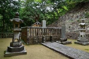 毛利隆元公 墓所