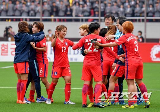 Category:アジアの女子サッカー...