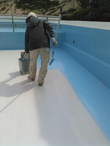 プール塗装 上塗り1