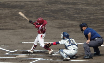 P4220607学園大1回表1死三塁から3番指名打者の野口の中前打で1点先制