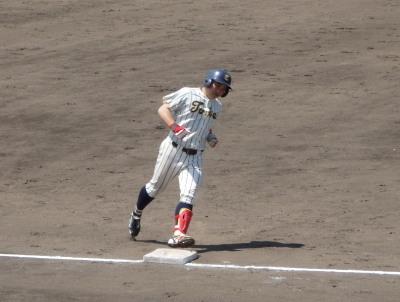 P42206737回裏九東大代打宮野が左越えソロ本塁打を放つ