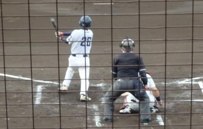 P4250768中村造園 3回裏無死一、二塁から2番藤崎が右中間二塁打を放つ