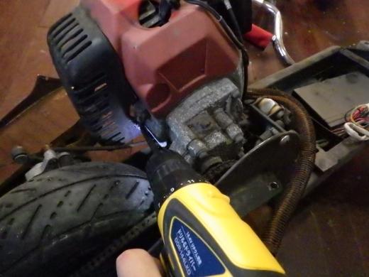 エンジン付きキックボード分解 (16)