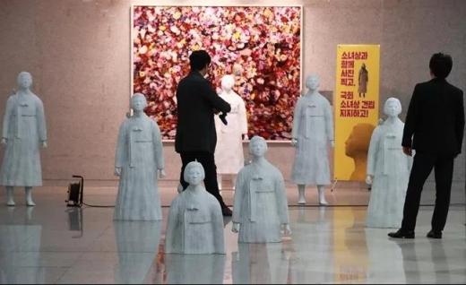 韓国国会議員会館慰安婦像1