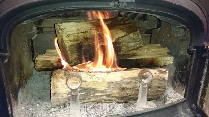薪ストーブ着火08