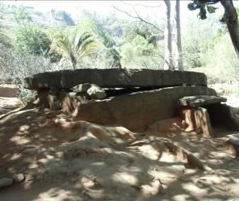 マダガスカルの昔の墓1