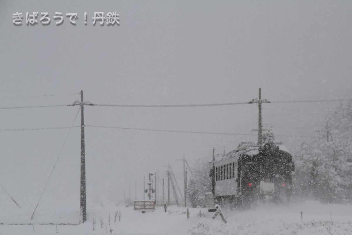 雪の中を走るくろまつ2