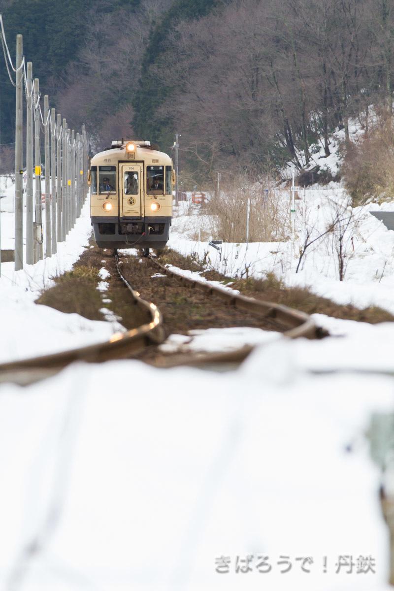 残雪の赤坂第一踏切