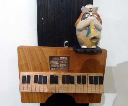 むくむく村 壁掛けピアノ
