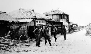 具志川市平良川ぶらつく米兵