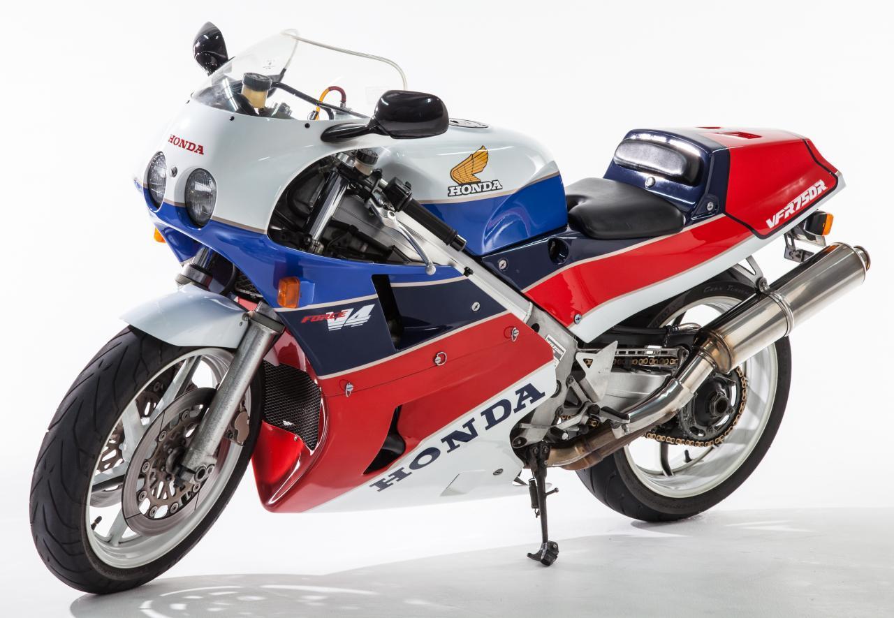 HondaVFR75271.jpg