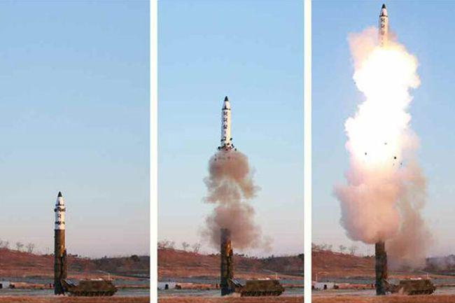 中長距離戦略弾道ミサイル「北極星2型」の発射