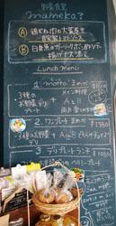 市場の中でお昼ご飯4