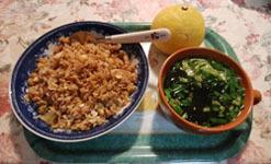 朝ご飯 しょうゆ味焼き飯と野菜スープ