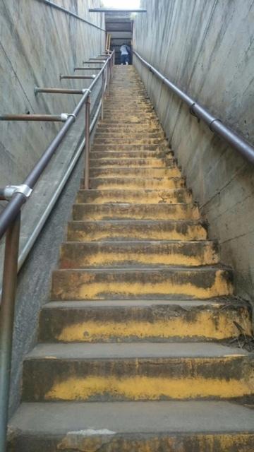 ダイヤモンドヘッド 階段