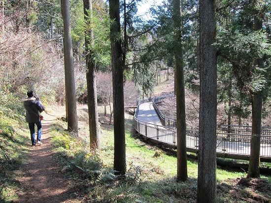 城山林間とデッキ通路