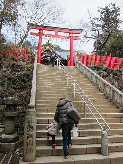 薬王院までの階段