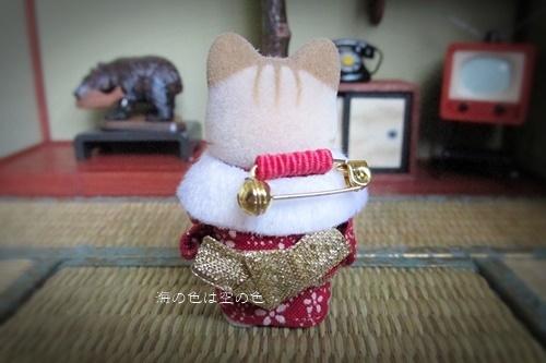 和服のシマネコ赤ちゃんブローチ-2006年ハッピーボックス限定 後ろ